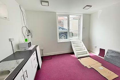 Общество: В Лондоне нашли квартиру с входом через окно