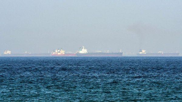 Общество: ВМС Британии засекли «потенциальный угон» танкеров у берегов ОАЭ