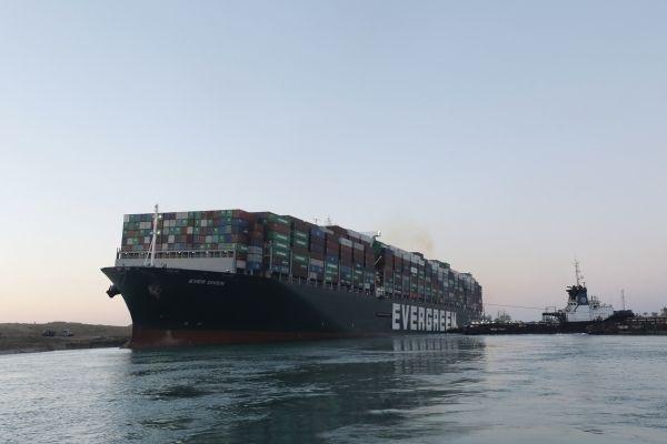 Общество: В Великобританию с опозданием в 4 месяца прибыл контейнеровоз Ever Given