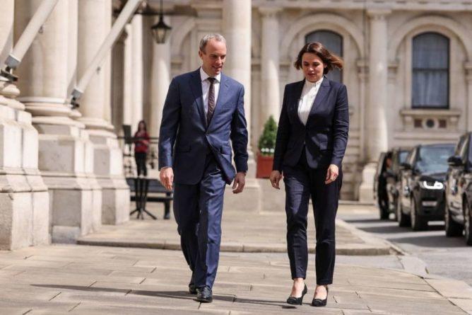 Общество: Тихановская встретилась с министром иностранных дел Великобритании Домиником Раабом