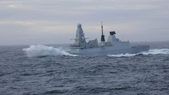 Общество: В Британии Times раскрыла личность потерявшего документы об эсминце HMS Defender чиновника
