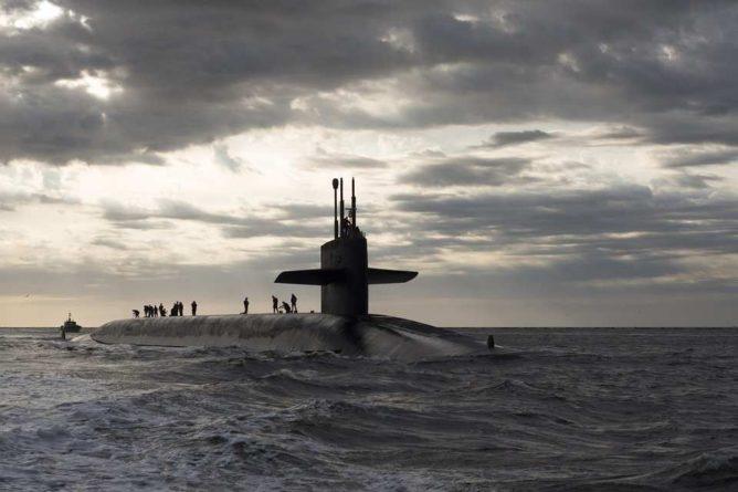 Общество: Китай направил три российские подлодки «Варшавянка» на перехват авианосца Великобритании