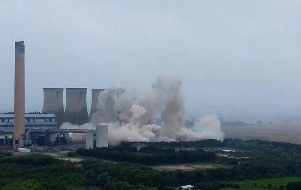 Общество: В Британии взрывом снесли башни старой ТЭЦ