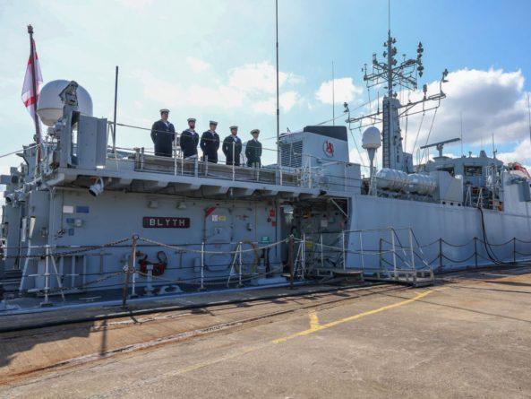 Общество: Великобритания передаст Украине два противоминных корабля