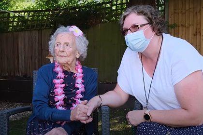 Общество: Самая старая британка раскрыла простой секрет долголетия