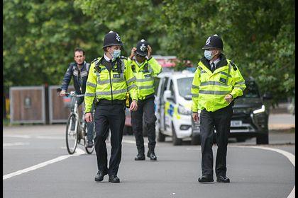 Общество: Вооруженный ножом мужчина ранил троих человек в Лондоне