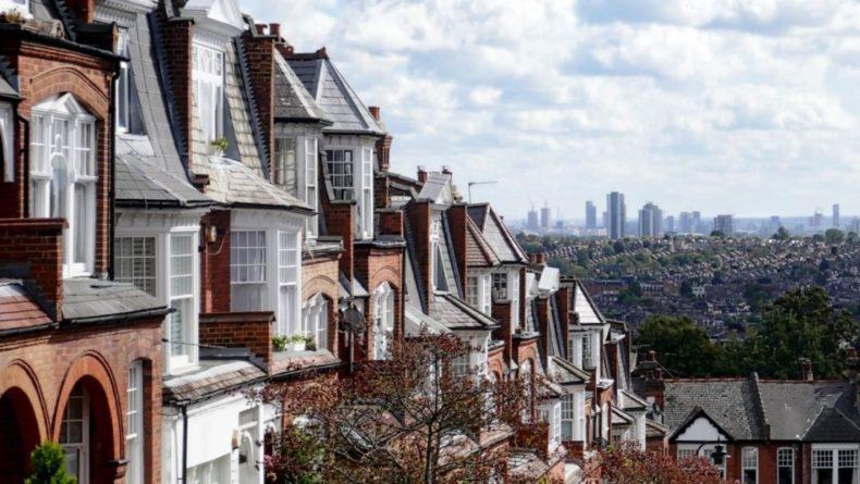 Общество: Мужчина с ножом ранил трех человек в Лондоне