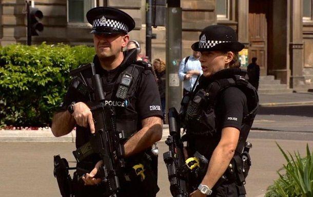 Общество: В Лондоне неизвестный с ножом напал на полицейских