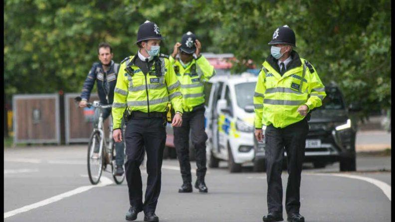 Общество: Неизвестный с ножом ранил троих жителей Лондона