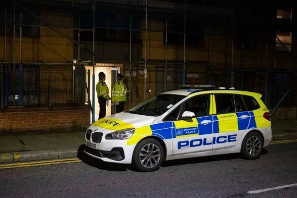 Общество: В Лондоне мужчина напал с ножом на людей: среди раненых полицейские