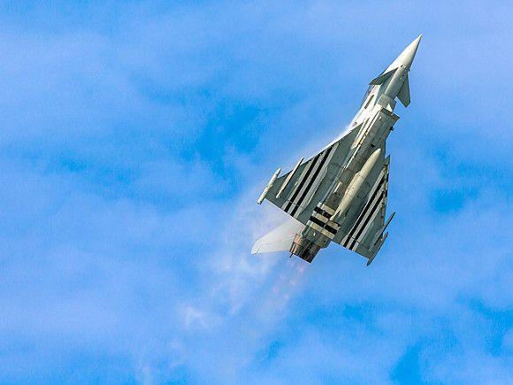 Общество: Истребители ВВС Британии перехватили два российских самолета Ту-142