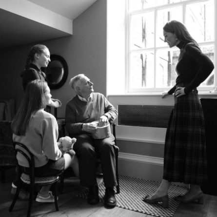 Общество: Портреты Кейт Миддлтон выживших в Холокосте выставлены в Имперском музее Лондона