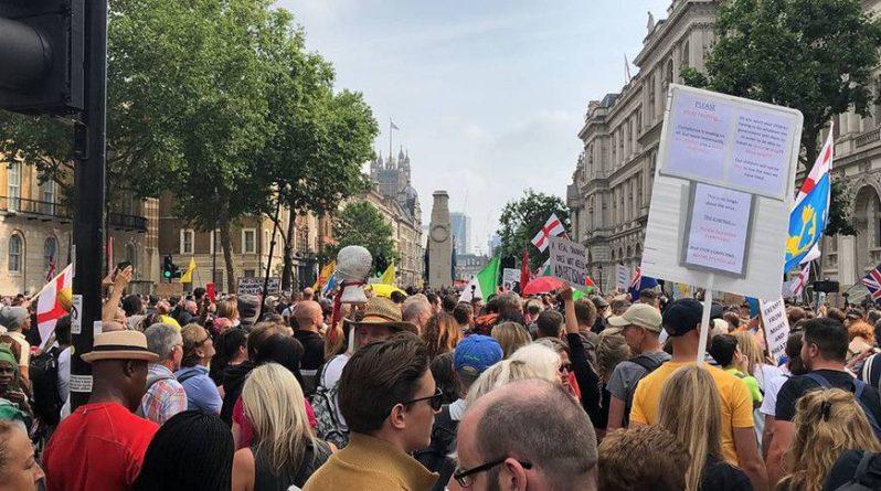 """Общество: Противники """"паспортов вакцинации"""" пытаются штурмовать телецентр BBC в Лондоне"""