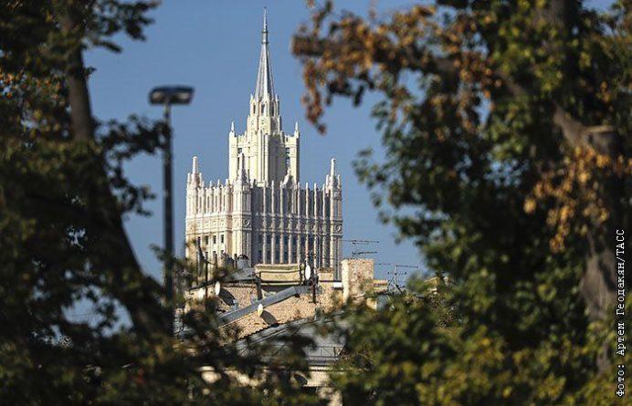 Общество: Москва закрыла въезд в РФ ряду представителей Великобритании
