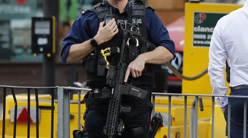 Общество: Противники вакцинации попытались прорваться в телецентр ВВС в Лондоне