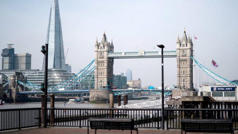 Общество: Тауэрский мост в Лондоне оказался заблокированным в разведенном положении