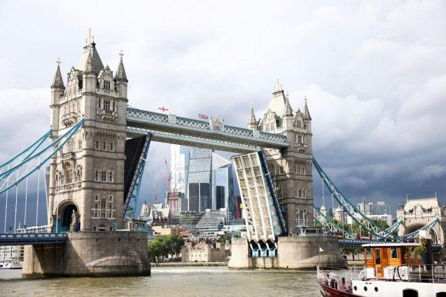 Общество: В Лондоне сломался известный Тауэрский мост (ФОТО)