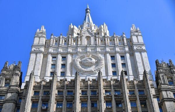 Общество: Москва закрыла въезд в РФ некоторым представителям Великобритании