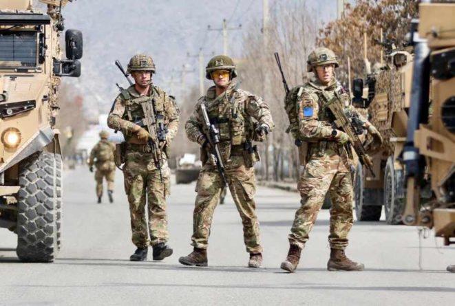 Общество: Министр обороны Британии заявил о попытке создать коалицию НАТО в Афганистане