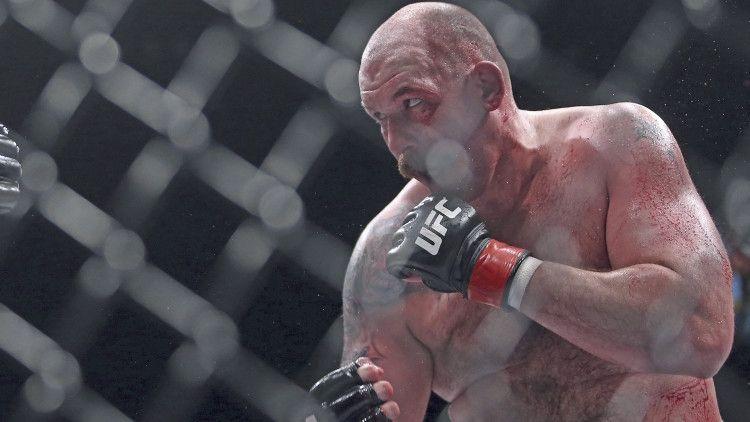 """Общество: Джонсон назвал Емельяненко """"драконом"""" в преддверии боя на турнире Bellator"""