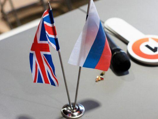 Общество: Россияне и британцы схлестнулись в Сети из-за инцидента с «русским шпионом»