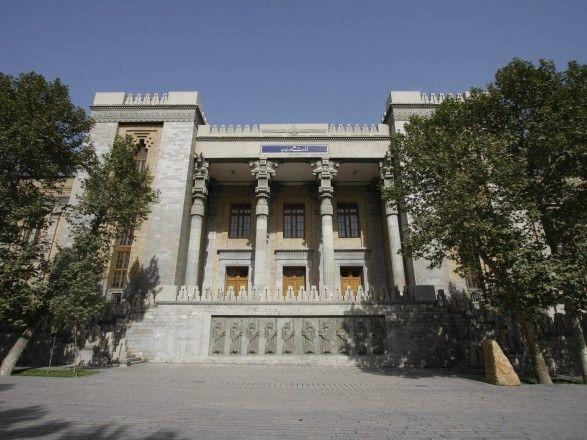 """Общество: Послы РФ и Британии сделали совместное фото на фоне здания, где в 1943 году проходила встреча """"союзников"""": в Тегеране это вызвало скандал"""