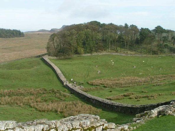 Общество: В Англии обнаружили неизвестный фрагмент стены Адриана