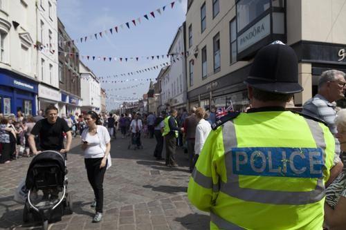 Общество: Полиция Западной Мерсии сообщила об обнаружении на западе Британии тел полицейского и ребёнка