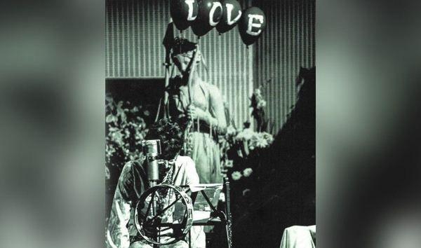 Общество: В Великобритании выставили на торги статую Афродиты с концерта The Beatles 1967 года