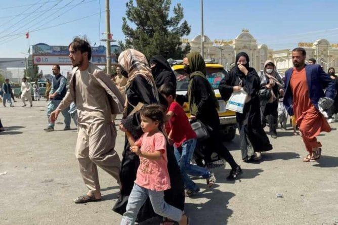 Общество: Reuters: Британия готова принять 20 тысяч беженцев из Афганистана
