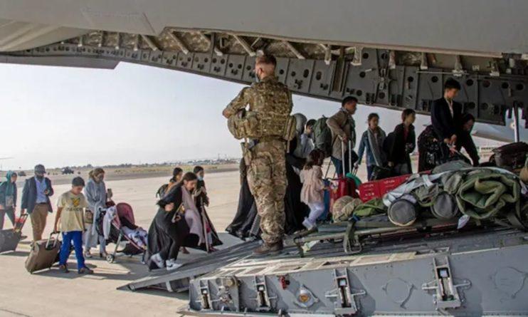 Общество: Великобритания прекратит депортацию нелегальных мигрантов в Афганистан