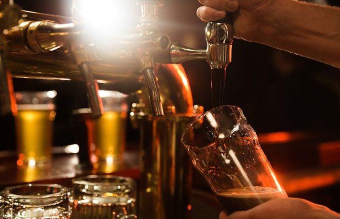 Общество: Пабы Великобритании на грани закрытия – в стране заканчивается пиво