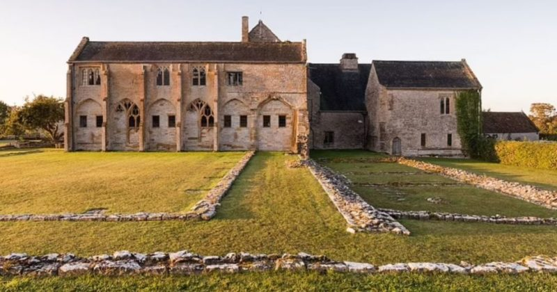 Общество: История с душком. В 14 веке аббатство в Англии построило отдельный туалет из-за метеоризма монахов