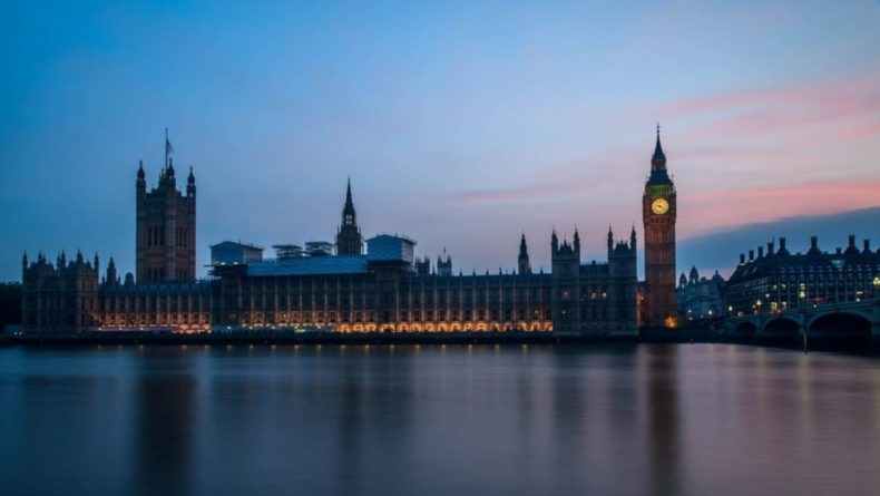Общество: Лондон ввел санкции против семи сотрудников ФСБ