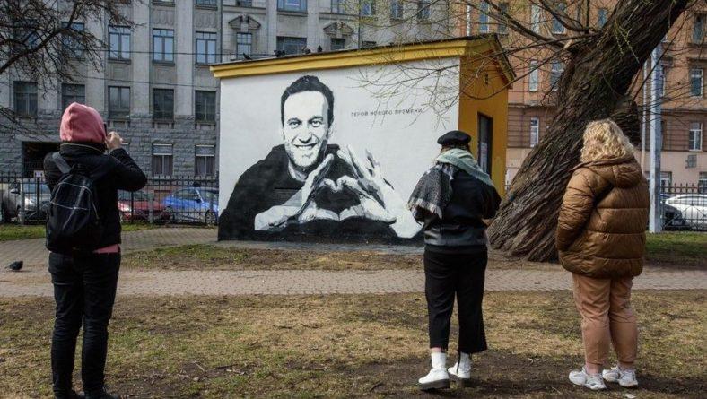 Общество: Великобритания ввела санкции против сотрудников ФСБ из-за Навального