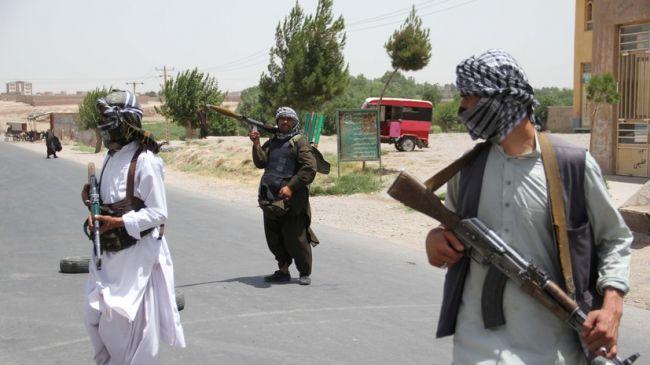 Общество: СМИ: Талибы избили гражданина Британии и его жену, пытавшихся покинуть страну