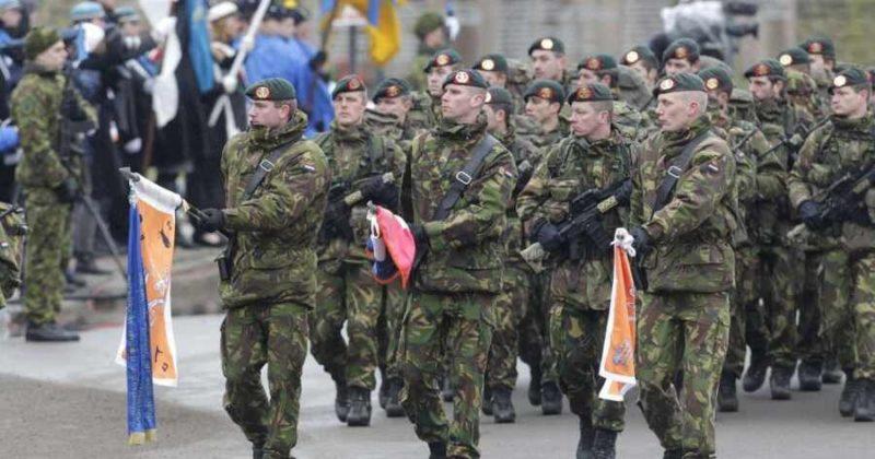 Общество: Военные Британии примут участие в параде на Украине