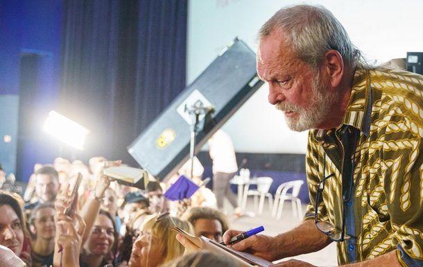 Общество: На кинофестивале в Одессе режиссер из Британии перепутал Украину и РФ