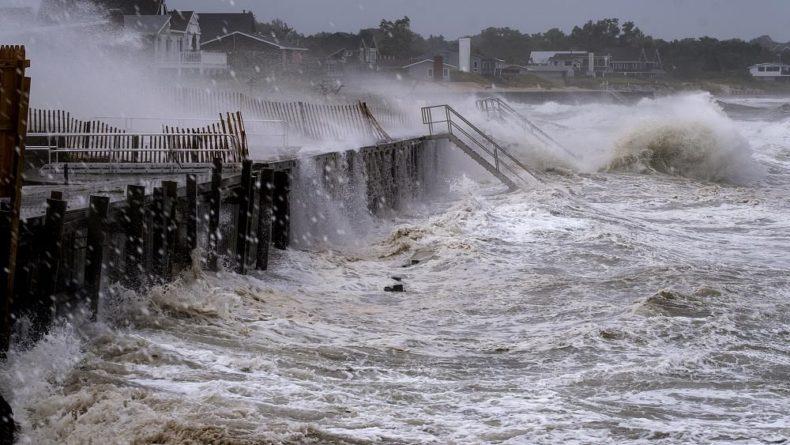 """Общество: Тропический шторм """"Генри"""" ударил по Новой Англии"""