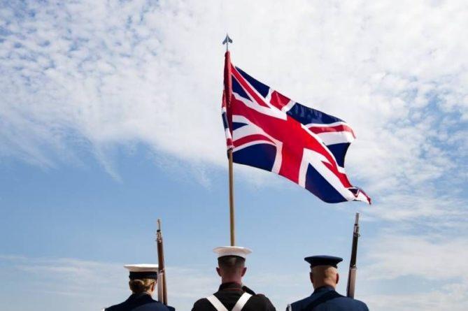 Общество: Пресса Британии: Британские солдаты и талибы неплохо работают вместе в аэропорту Кабула