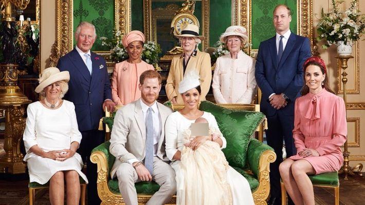 Общество: Историк Остапенко считает, что суд с Маркл испортит отношение к Елизавете II в Британии