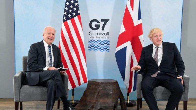 Общество: Байден и Джонсон договорились о сотрудничестве в организации эвакуации из Афганистана