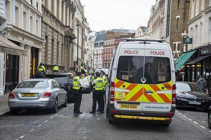Общество: Четырехлетнюю девочку в Великобритании выбросили из машины во время движения