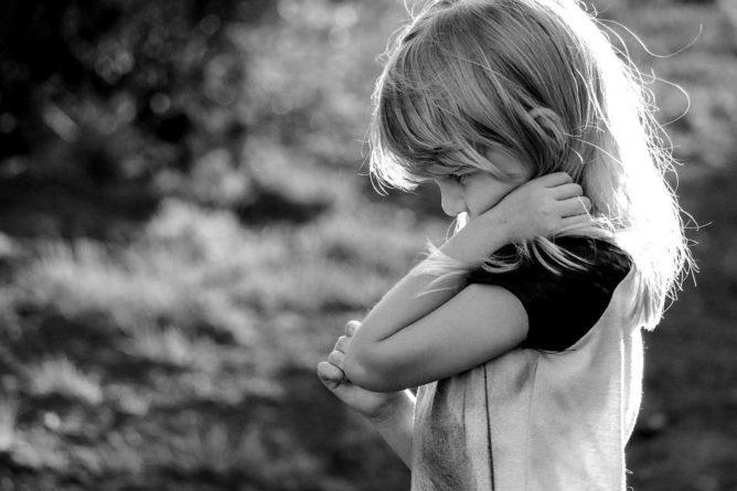 Общество: Неизвестный в Великобритании на ходу выбросил из машины ребенка