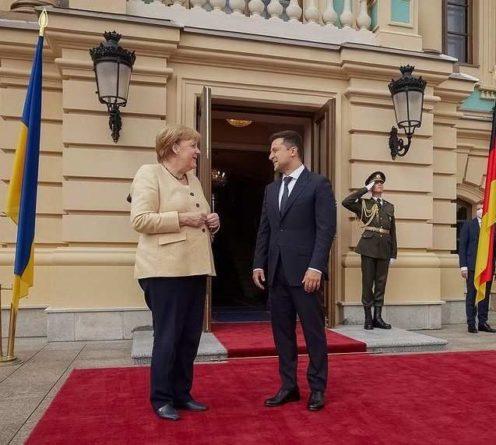 Общество: В Великобритании и Германии с иронией отреагировали на угрозы Меркель и Зеленского в адрес РФ