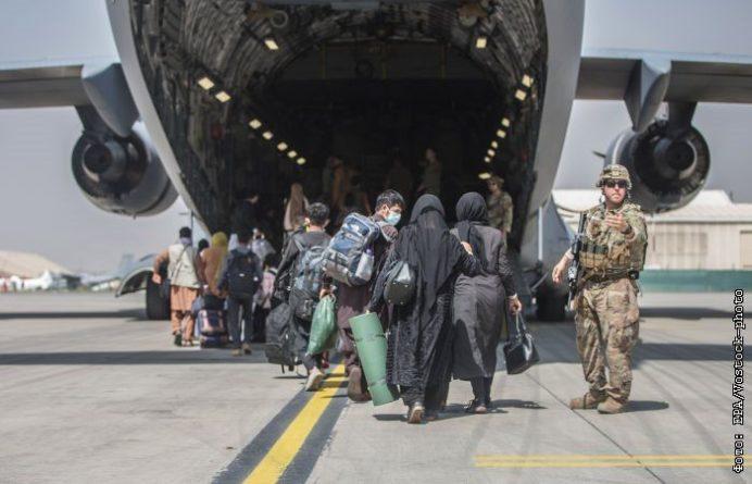 Общество: Великобритания и США предупредили об угрозе безопасности в аэропорту Кабула