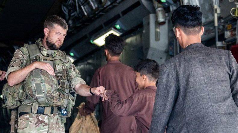 Общество: Минобороны Британии рассказало об эвакуации из Кабула более 11 тысяч человек
