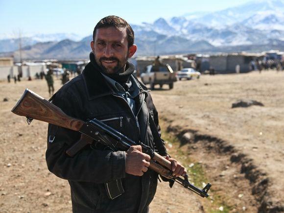 Общество: Глава Минобороны Британии посоветовал афганцам убегать из страны по земле