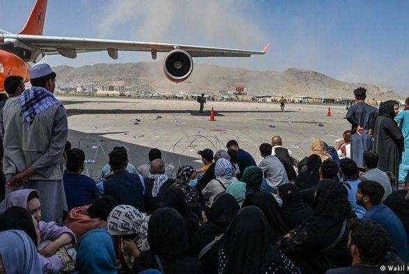 Общество: В аэропорту Кабула обостряется ситуация: Великобритания предупреждает об угрозе атаки