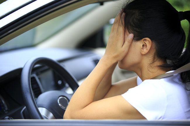Общество: Британка, теряющая сознание за рулем, 30 лет пытается получить права